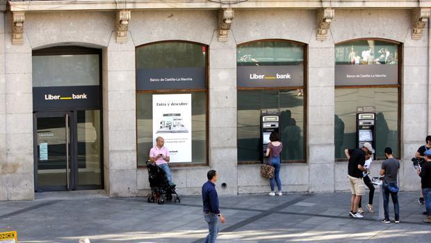 Liberbank cae un 18 32 en bolsa tras el rescate de popular for Oficinas de liberbank en madrid