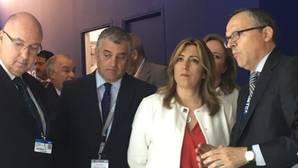 Visita de Susana Díaz y el consejero andaluz de Economía, Vier Carnero, al salón aeronaútico de París-Le Bourget