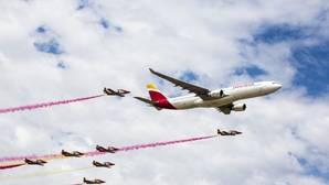 Iberia celebra su 90 aniversario con las espectaculares maniobras de la Patrulla Águila