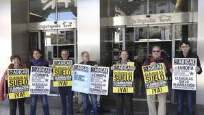 Protesta de Adicae contra las cláusulas suelo