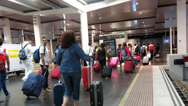 AVE en la estación de Renfe de Alicante