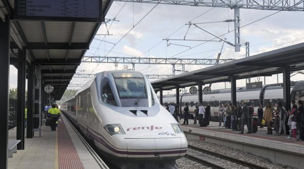 Llegada a la estación de León del primer AVE con salida desde Madrid