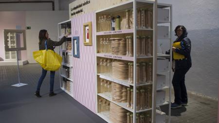 Cleintes en una tienda Ikea