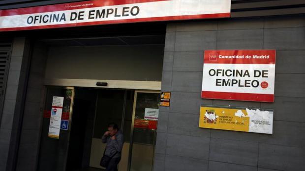 El paro sube en personas en agosto for Oficina de registro madrid