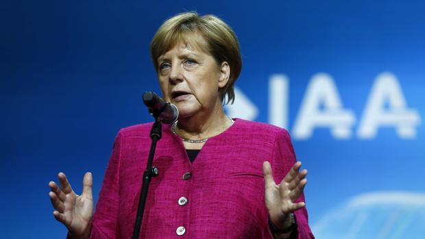 Angela Merkel, durante su intervención en el salón del automóvil de Fráncfort