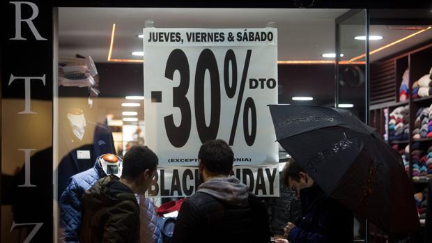 Muchos comercios optan por extender hasta el lunes el Black Friday