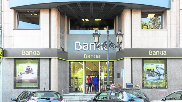 Bankia se libra del veto de la ue y volver a dar cr dito for Oficinas de bankia en granada