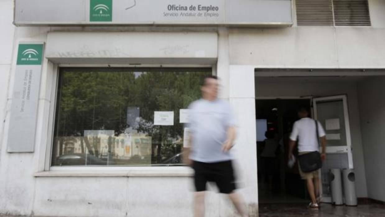 El paro baja un 6 5 en andaluc a y un 7 8 en espa a - Luckia oficinas madrid ...
