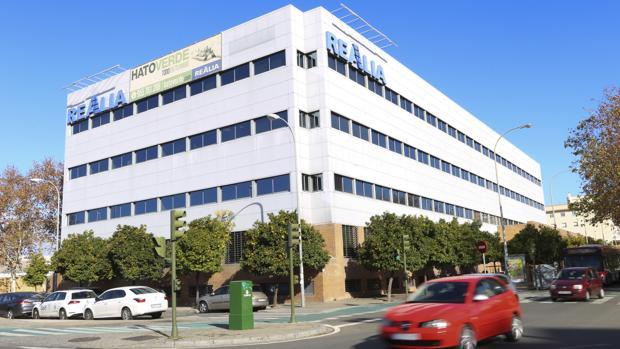 Edificio Realia, junto a la estación de Santa Justa, donde irá el nuevo call center de ICCS