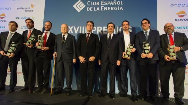 Los premiados, con el ministro de Energía, Álvaro Nadal, y el presidente de Enerclub, Borja Prado