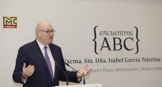El comisario europeo Phil Hogan, durante su intervención en la Casa de ABC