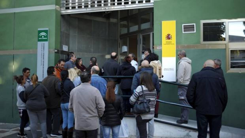 Andaluc a acaba febrero con malas noticias sube el paro for Oficina de desempleo malaga