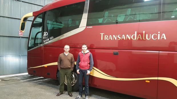 Alonso Mata, gerente de Transandalucía, con su hijo José Antonio
