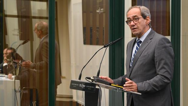 José Manuel González-Páramo durante su intervención hoy en Sevilla