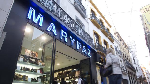 Escaparate de una zapatería MaryPaz de Sevilla