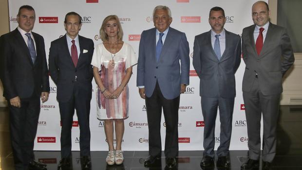Javier luque Ruiz, Jose Juan Perez Tabernero, Isabel Cruadado. Francisco Herrero, Cristian Luque y Justiniano CorteS, en la imagen del premio PYME de 2017