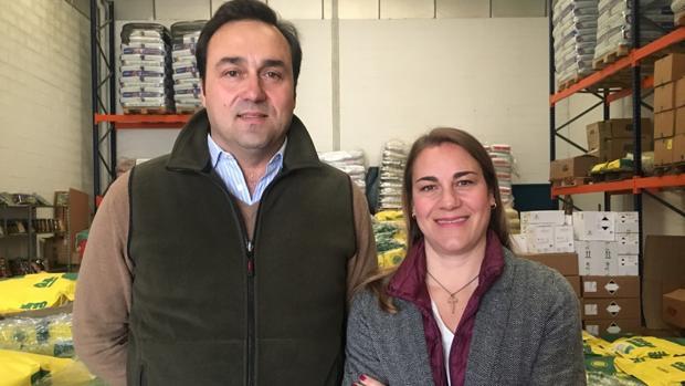 Sebastián Borja e Isabel de Camino en las dependencias de su empresa