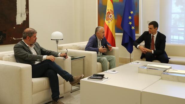 Pedro Sánchez dará 9 millones de euros a los sindicatos