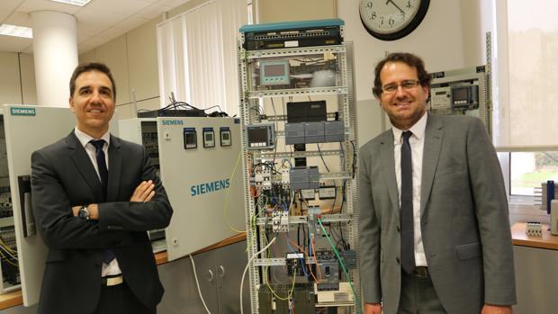Alfredo Díaz Palancar y Manuel Romero, en la sede de Siemens en Sevilla