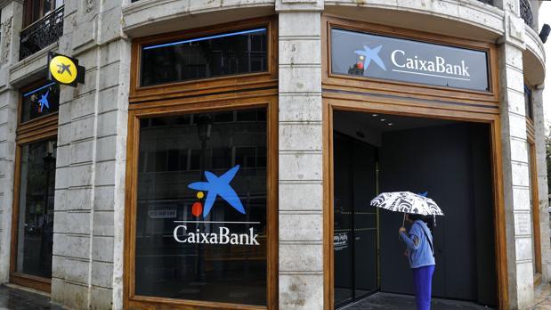 Caixabank vende su negocio inmobiliario a lone star for Oficinas caixabank madrid