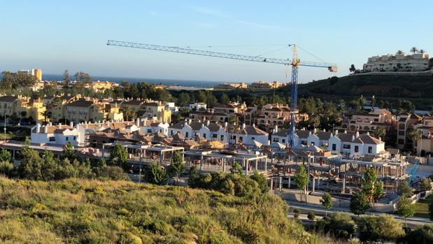 Urbanización en construcción en Mijas, uno de los vértices del triángulo de oro de la Costa del Sol