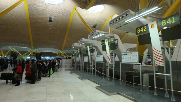Las tasas aeroportuarias enfrentan de nuevo a las aerolíneas con Aena