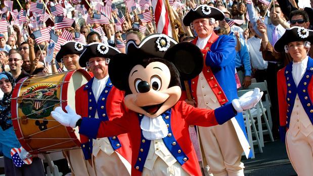 Desfile en el parque de Disney en Orlando, Estados Unidos
