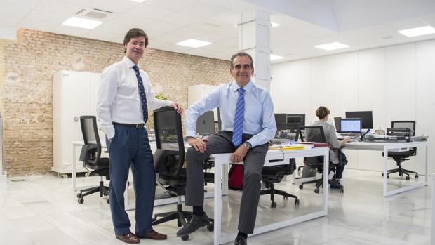 Miguel Rus y José Luis del Río, en la sede de Rusvel