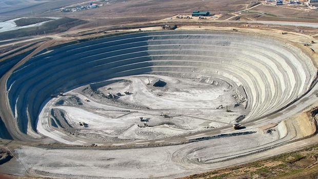 Corta minera de la mina a cielo abierto de Cobre Las Cruces en la provicnia de Sevilla