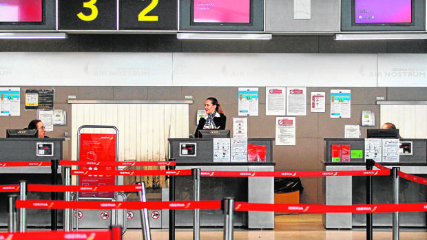 Desde Air Nostrum han anunciado que los pasajeros de los vuelos afectados «tendrán derecho al reembolso de sus billetes o la reubicación»