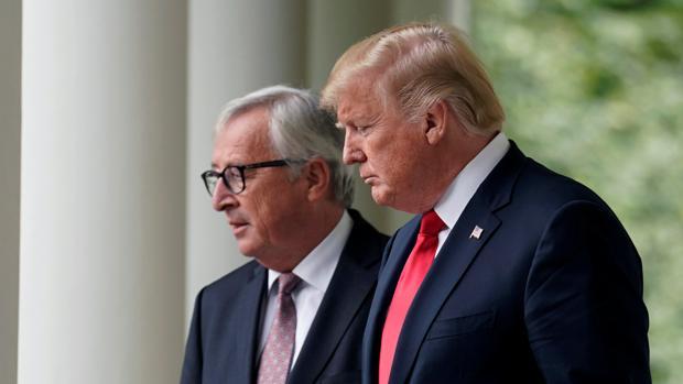El presidente de la Comisión Europea, Jean-Claude Juncker, junto al mandatario estadounidense, Donald Trump, en el encuentro que mantuvieron en julio de 2018 en Washington