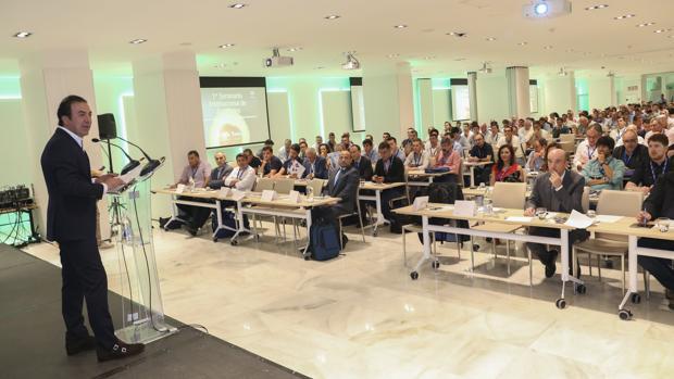 El presidente de AGQ Labs, Estanislao Martínez, inauguró el seminanio Internacional de Aguacates en Sevilla