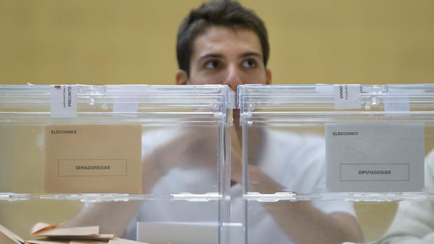 Un presidente de mesa electoral