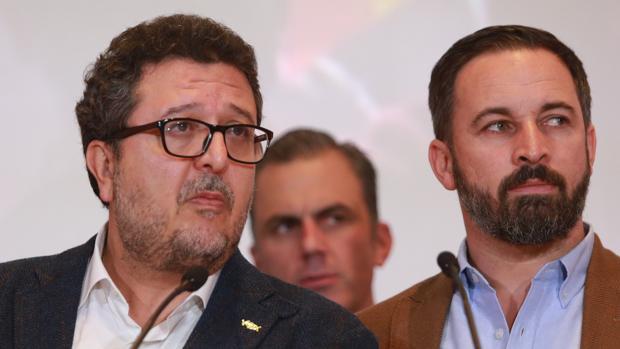 El líder de Vox en Andalucía, Francisco Serrano, junto al presidente de su partido, Santiago Abascal