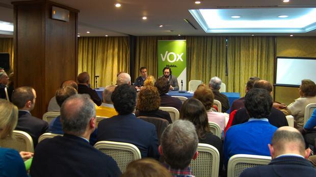 En el hotel Inglaterra se debatió más de lo que Vox no debería ser