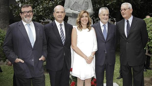 Susana Díaz, entre sus cuatro predecesores en el cargo: José Rodríguez de la Borbolla, Manuel Chaves, José Antonio Griñán y Rafael Escuredo - juan flores