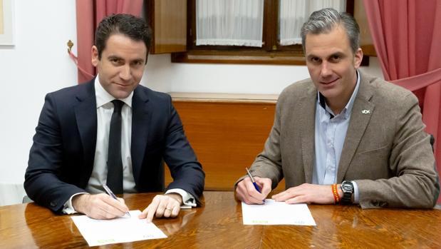 Los dos secretarios generales cuando firmaron el acuerdo para constituir la Mesa del Parlamento