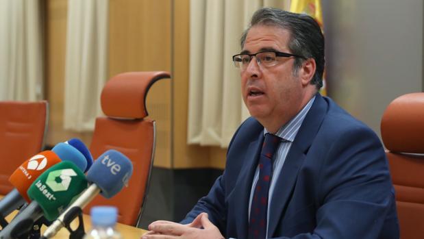 El director general de Tráfico, Gregorio Serrano, durante la rueda de prensa