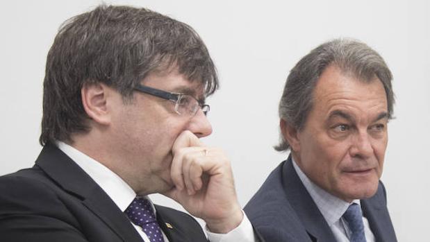 Artur Mas, junto al presidente de la Generalitat, Carles Puigdemont