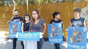 Gabriel, segunda por la derecha, esta mañana durante la presentación de una campaña de la CUP
