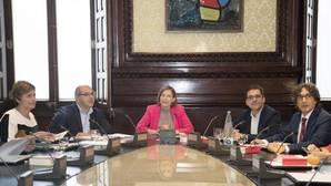 La presidenta del Parlament de Cataluña, Carme Forcadell, preside la Mesa del Parlament que se ha reunido una hora antes del inicio de la sesión plenaria