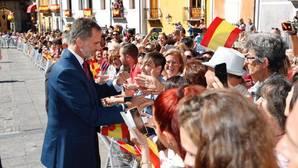 El Rey, a su llegada a Cuenca al mediodía de este miércoles para entregar los premios nacionales de Cultura en la catedral