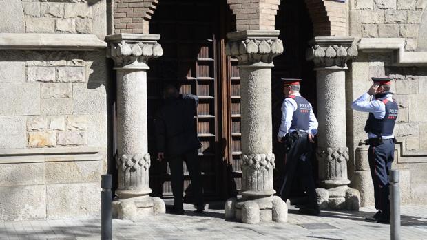 Hemeroteca: La Guardia Civil registra el 'ministerio' de Exteriores   Autor del artículo: Finanzas.com