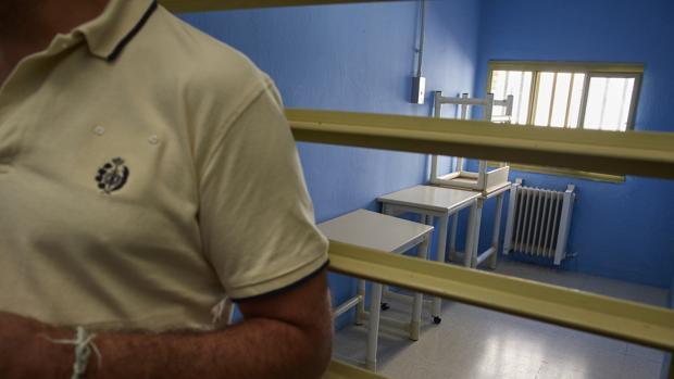 Clase entre barrotes para presos peligrosos