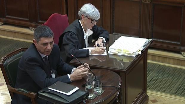 Trapero remata a Puigdemont, Forn y Junqueras para salvar a los Mossos