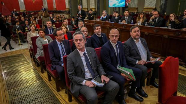 Los exconsejeros críticos con el Govern testifican hoy  en el juicio del «procés»