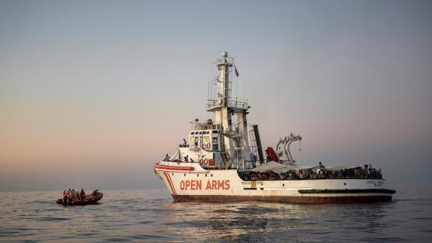 Sánchez ofrece los puertos españoles pese a que el Open Arms lo ve «inviable»