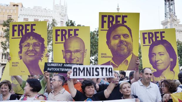 Entidades independentistas subvencionadas protestan en Valencia contra la sentencia del «procés»