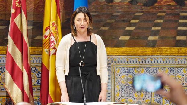 La consellera de Transparencia «auxilia» a Puig en la votación para investigar sus acciones