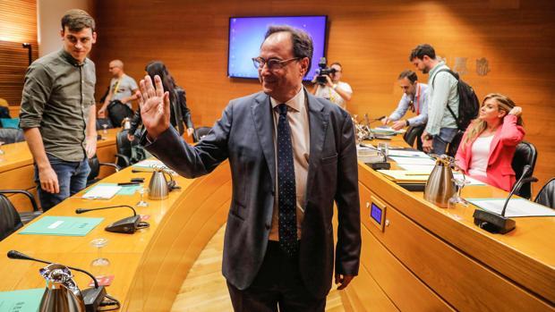 El Gobierno valenciano tan solo aclara 30 de los 365 millones en recortes